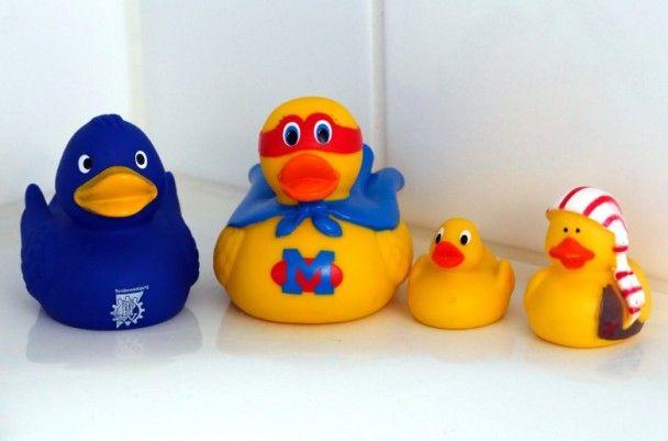 陪洗澡的黃色小鴨超髒 內部竟滿是...