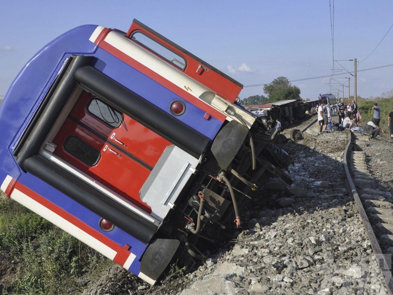 土耳其火車出軌至少10死73傷