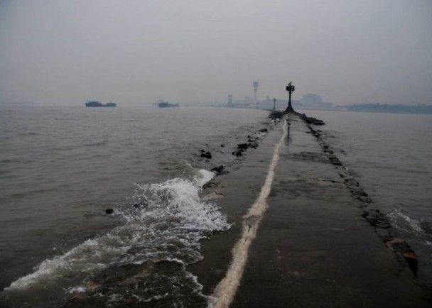 上海撞船事故 至今找到五具遺體