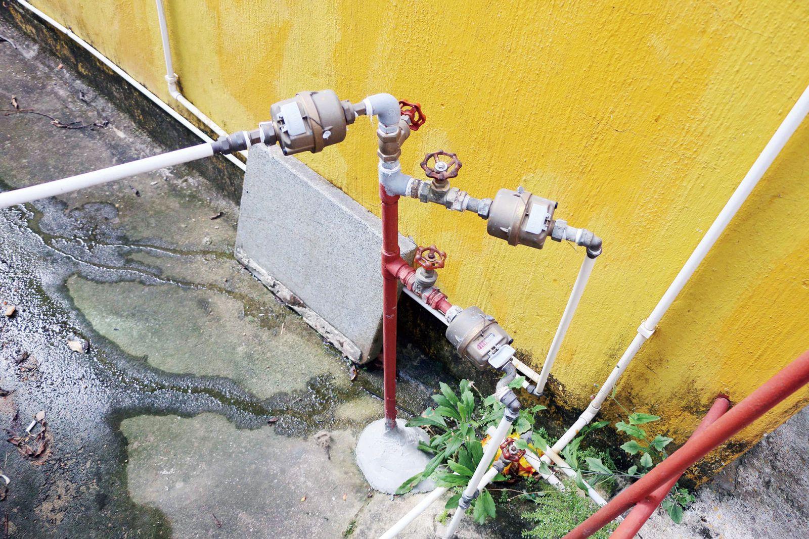 近半村民「搭水搭電」 議員促特事特辦 解燃眉之急