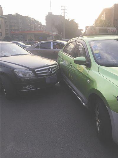 涉事車主街頭「包剪揼」定賠償金
