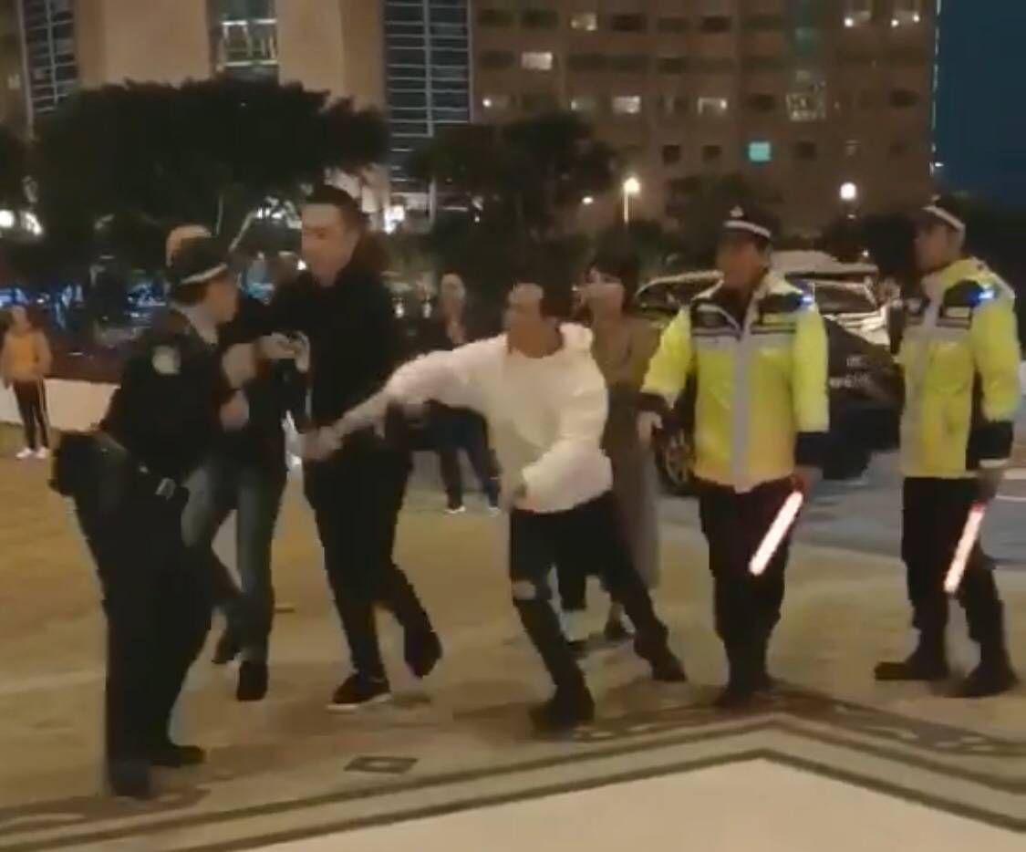 支持警員採取適當措施執法