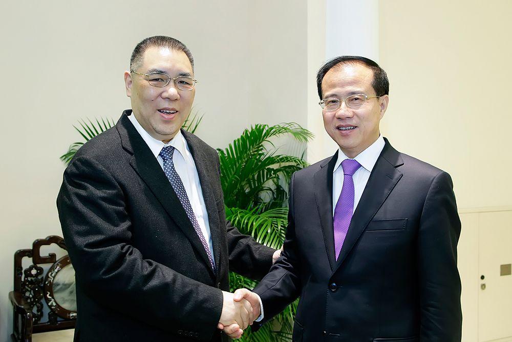 崔世安與中聯辦主任傅自應會面