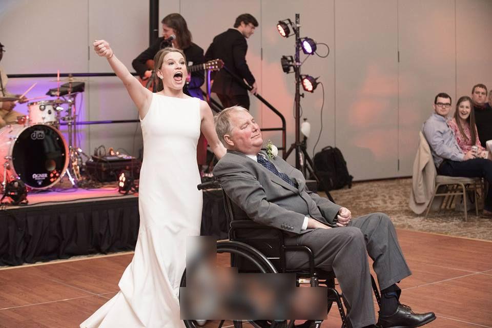 與女兒跳完最後之舞