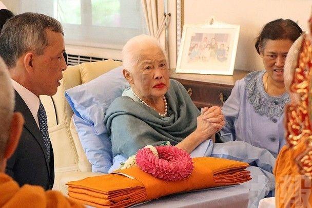 泰王太后詩麗吉入院治理