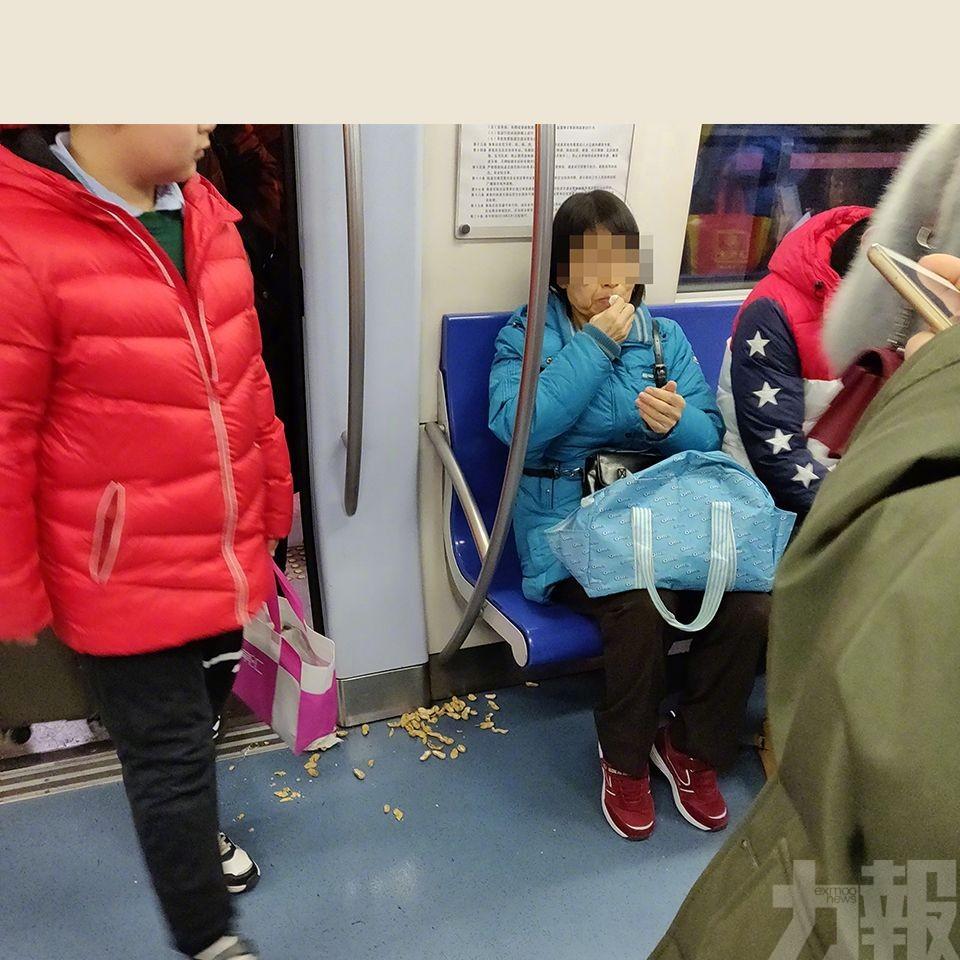北京地鐵實施「禁食」規定