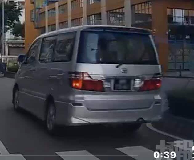 七人車斑馬線上險撞學童
