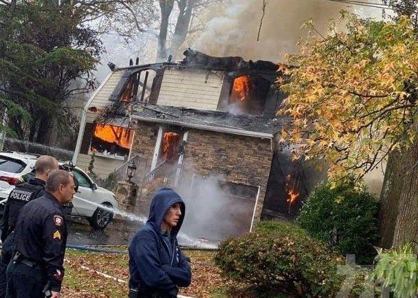 美小型飛機失事撞落民居起火釀1死