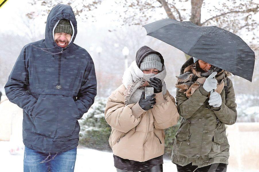 三分二地區急凍 2.4億人身處嚴寒