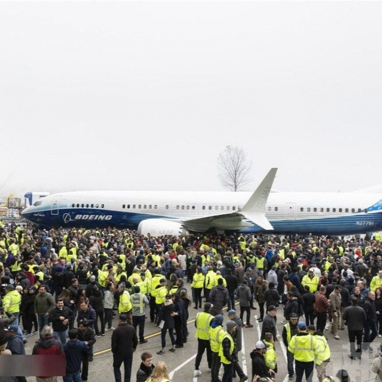 波音737 MAX 10客機倫頓亮相