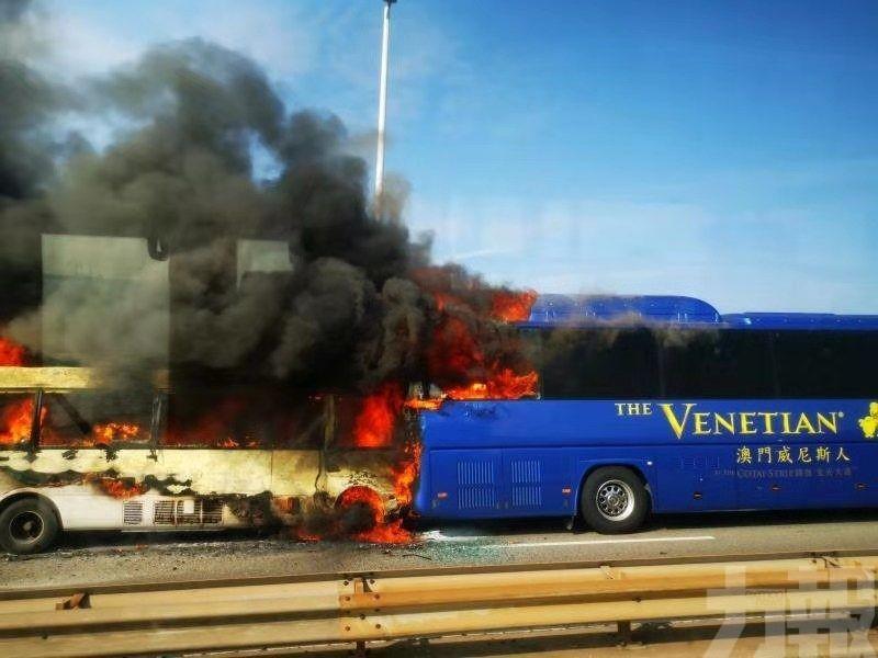 兩巴大橋相撞起火女司機輕傷送院