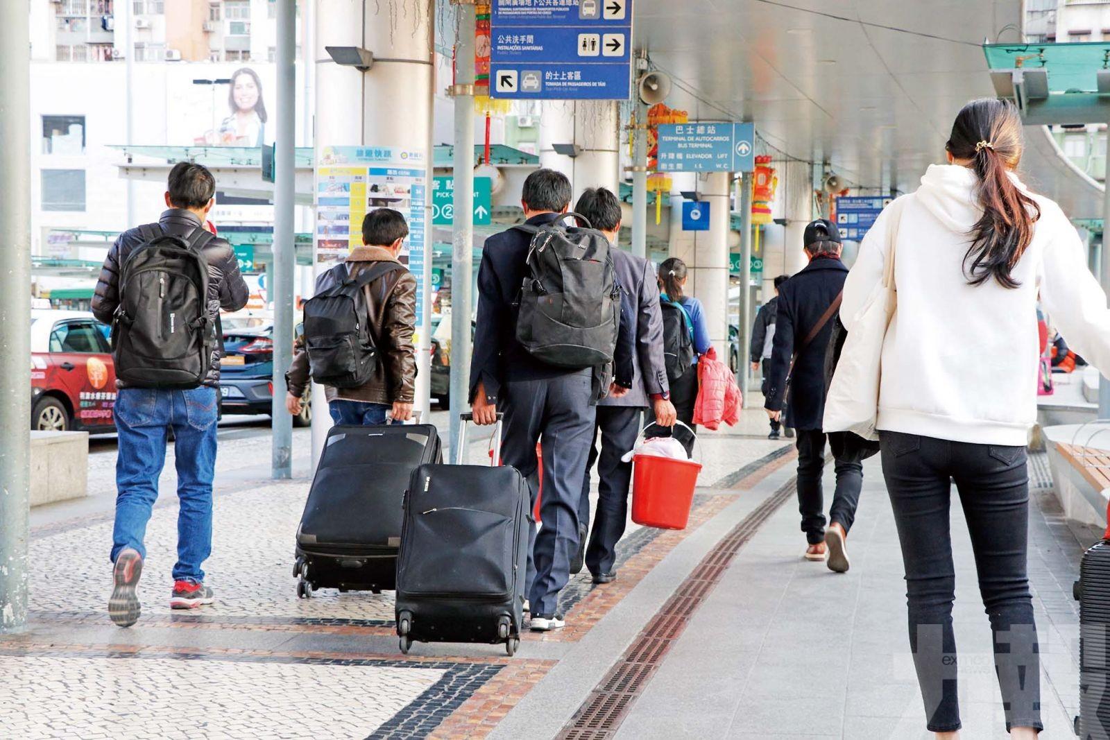 多次往返本地居民 入境須作醫學檢查