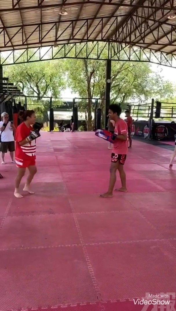 黎瑞恩打泰拳強身