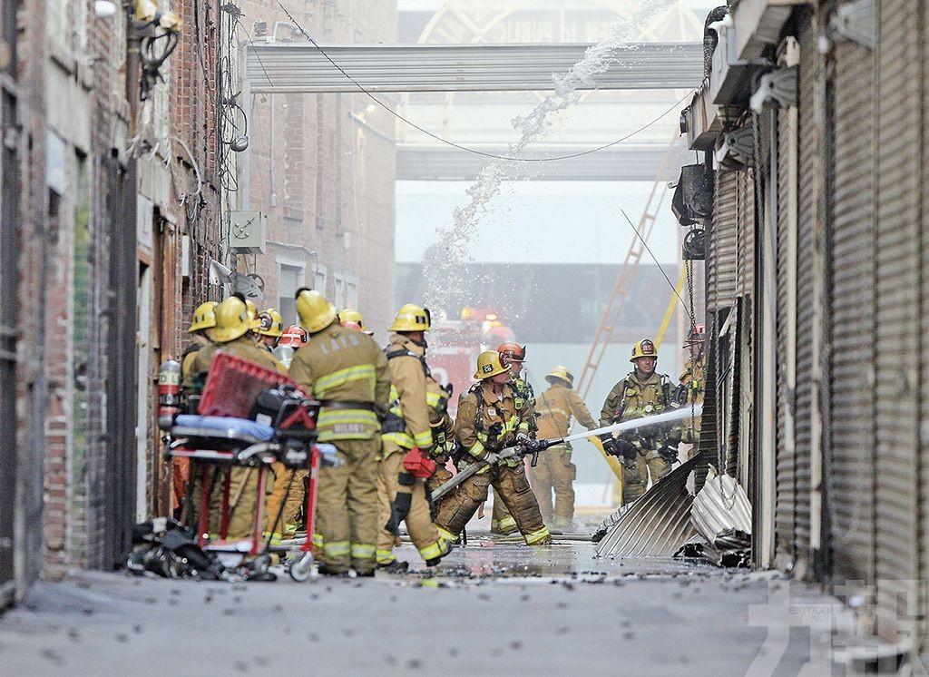 11消防員遭燒傷