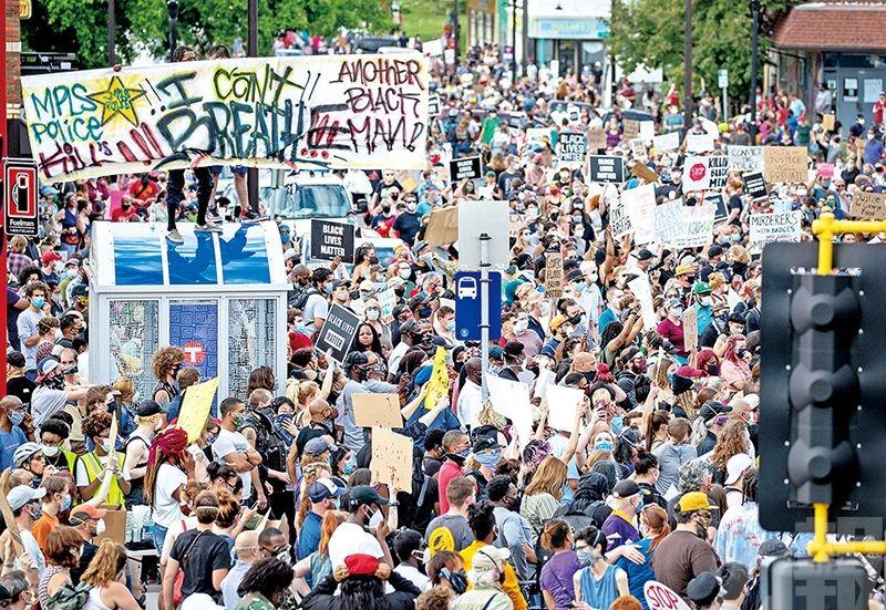 數千人上街抗議 警射催淚彈