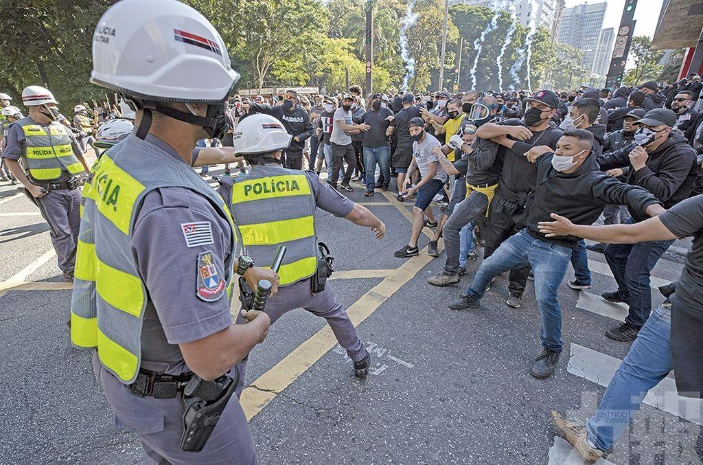 巴西街頭掀反政府示威