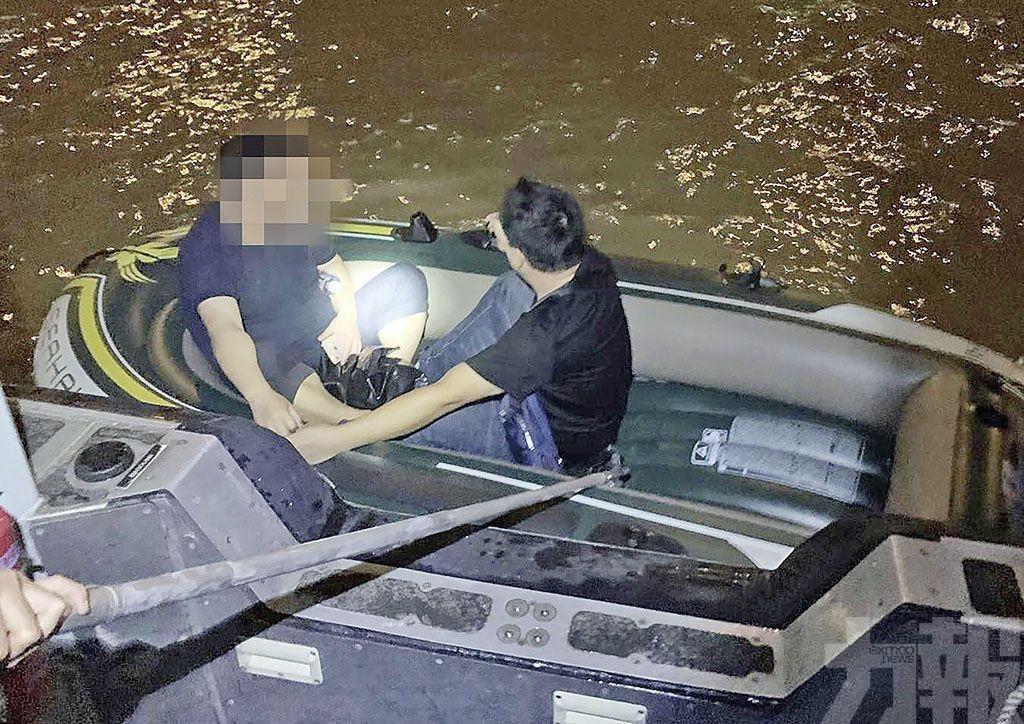 兩男乘快艇偷渡來澳被捕