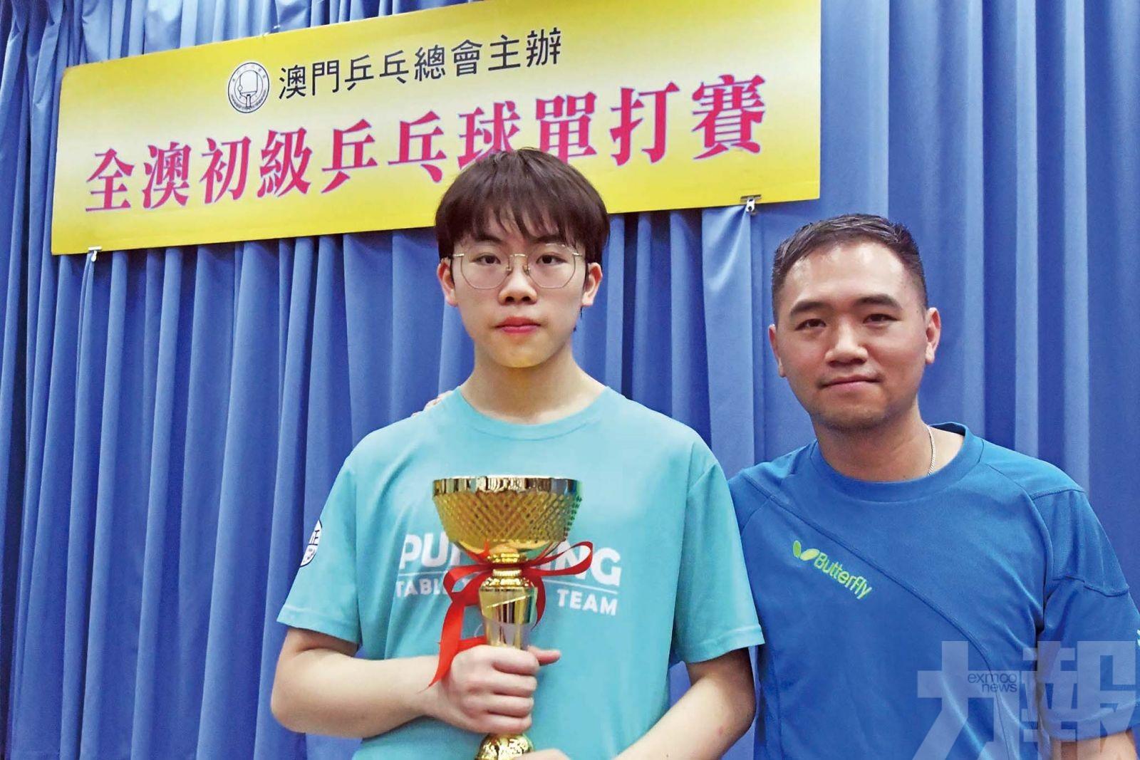 14歲楊文政首入初乒決賽即捧盃