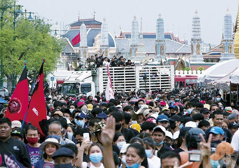 泰國爆六年來最大示威