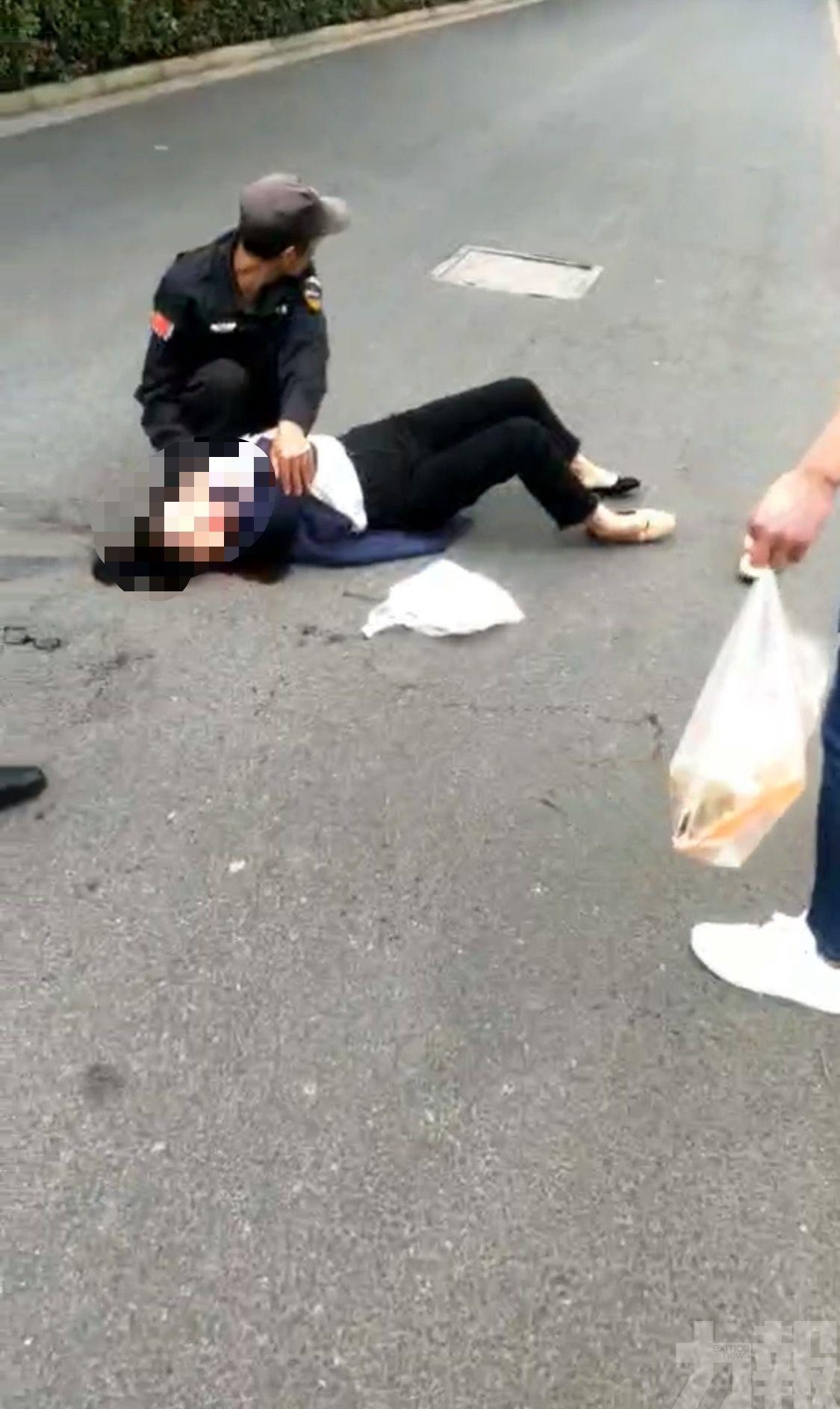 目擊者:男子行兇後疑飲農藥自殺