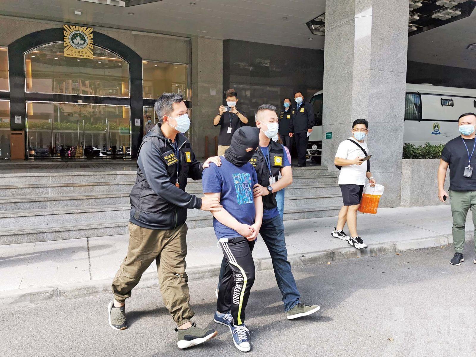 「校服癖」男子被司警拘捕