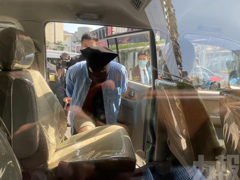 免稅店職員「穿櫃桶底」偷23.4萬名酒