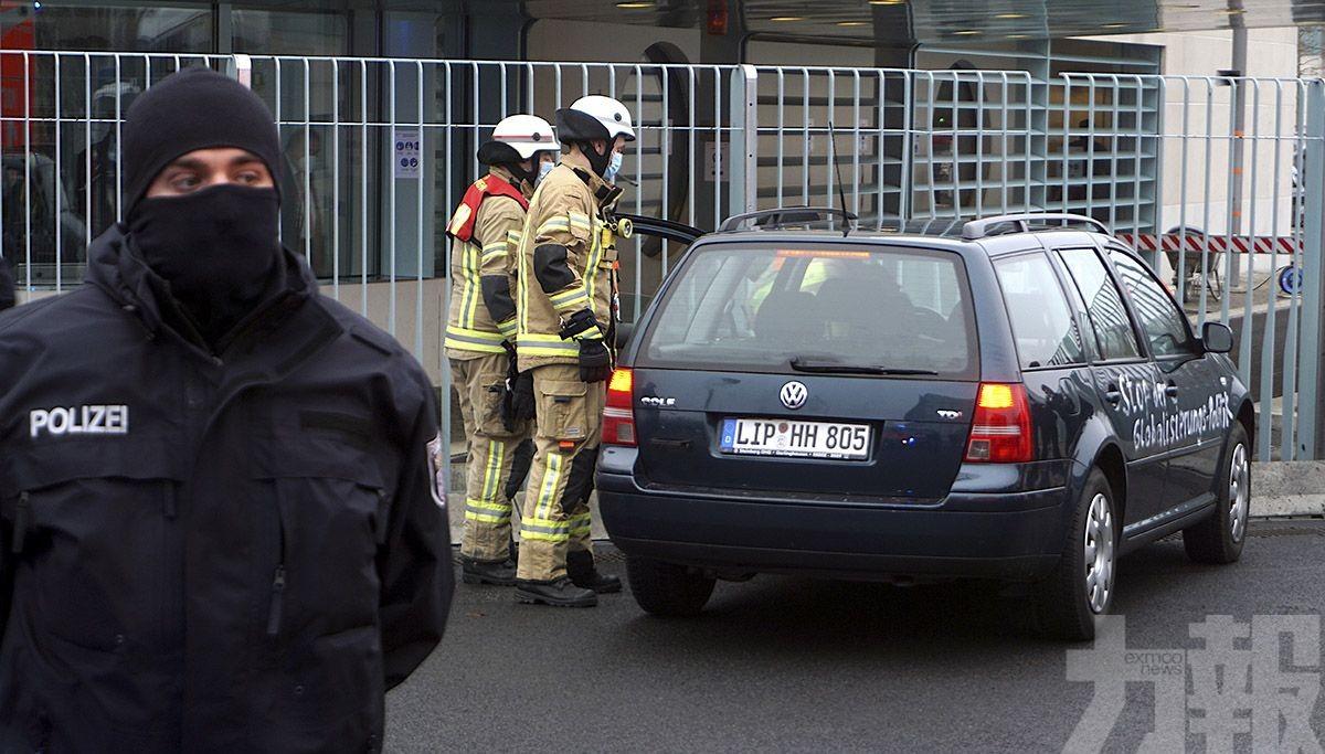 德國有車輛撞向總理辦公室大閘