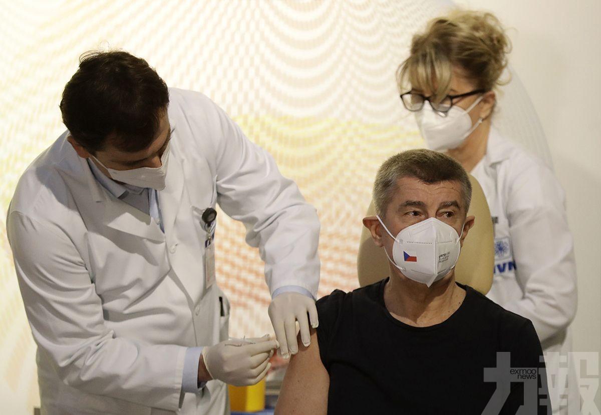 捷克總理直播接種過程