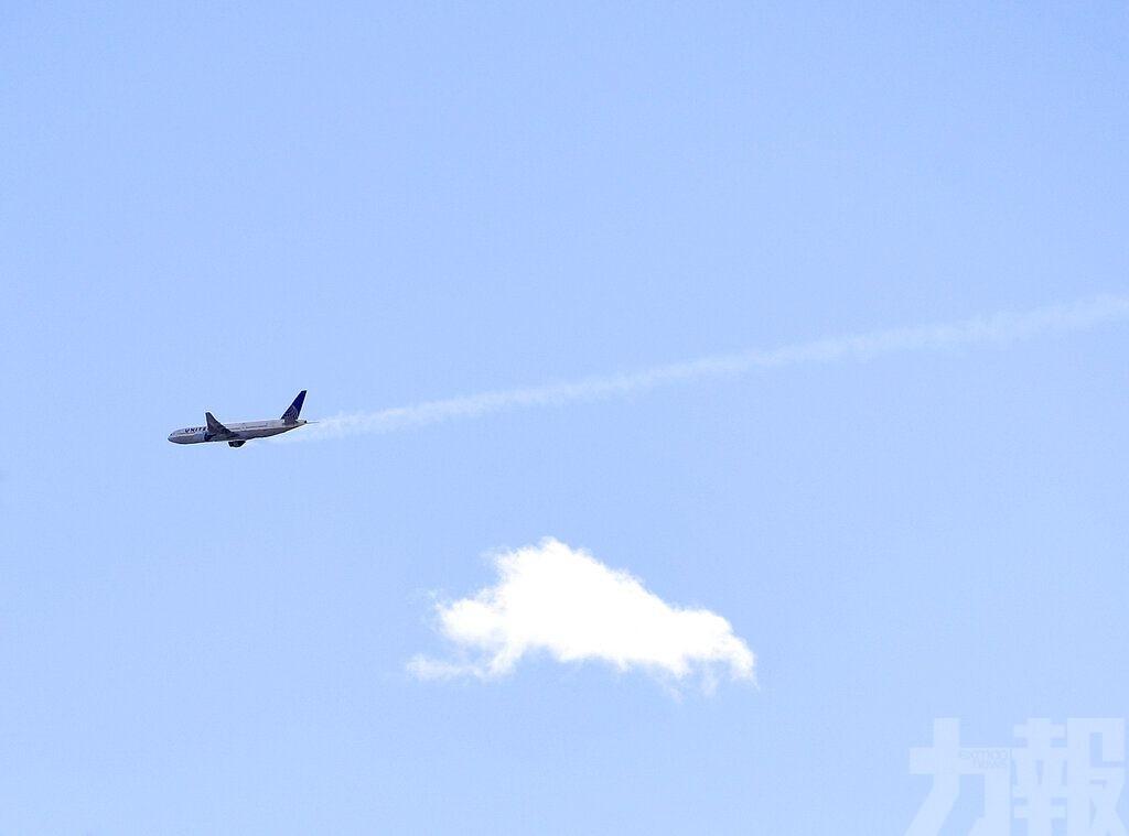 波音客機起飛後引擎起火