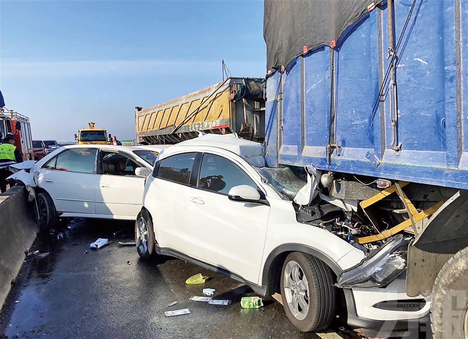 台20車連環追撞釀兩死八傷