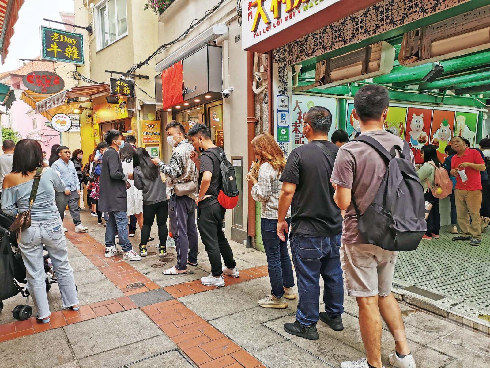 氹仔商戶生意增五成 業界觀望五一