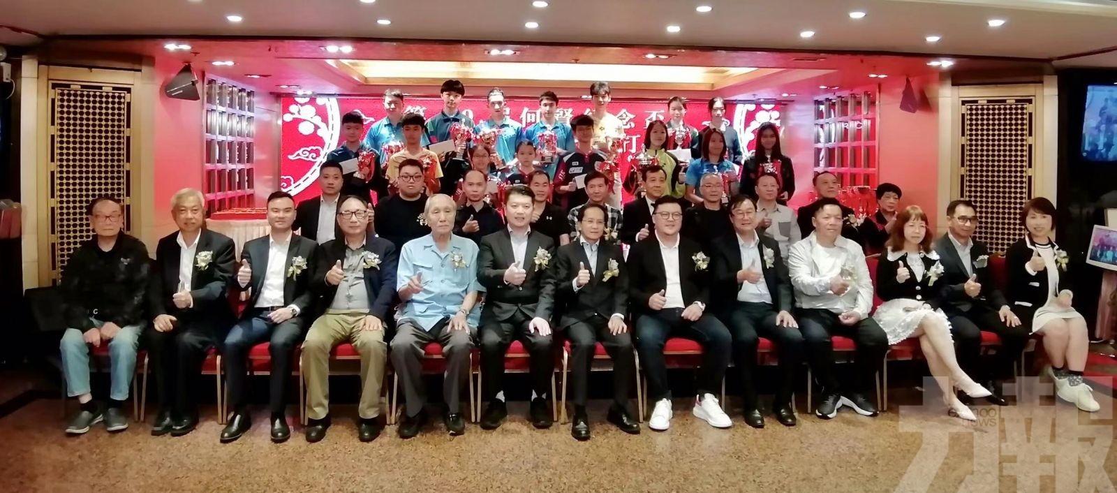 何賢紀念盃乒乓球賽頒發獎項