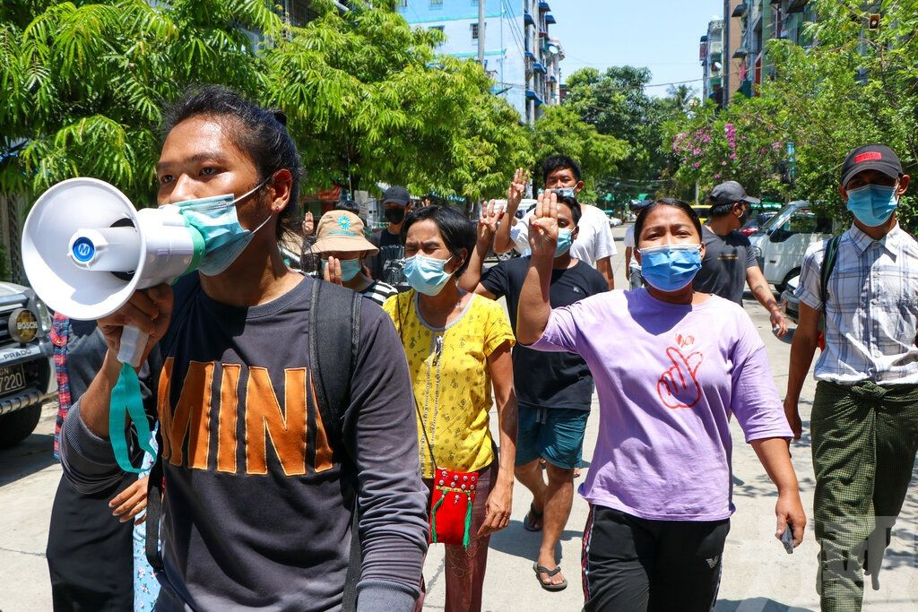 據報緬甸軍方向示威者射榴彈82死