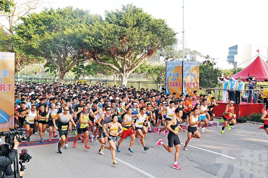 中國跑手包辦男女三甲