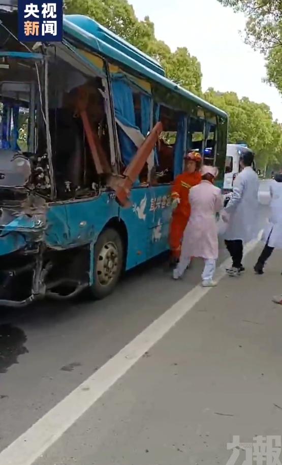 江蘇一貨車與巴士相撞5死10傷