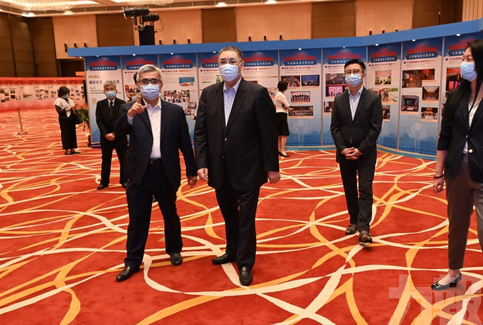 前行政長官崔世安參觀國安教育展