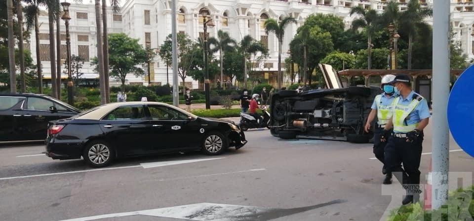 兩名乘客受傷