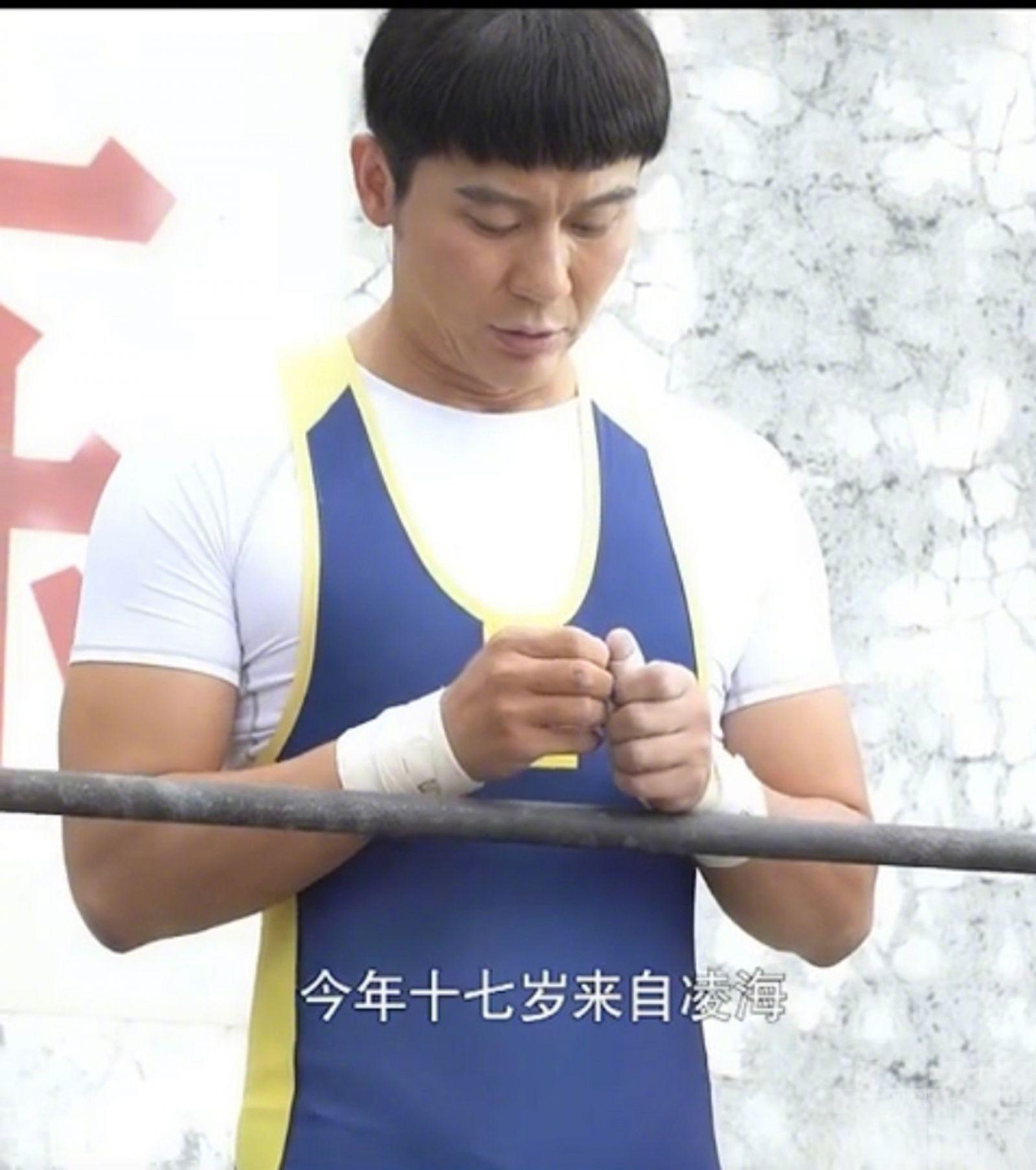 42歲李晨扮17歲學生被批老