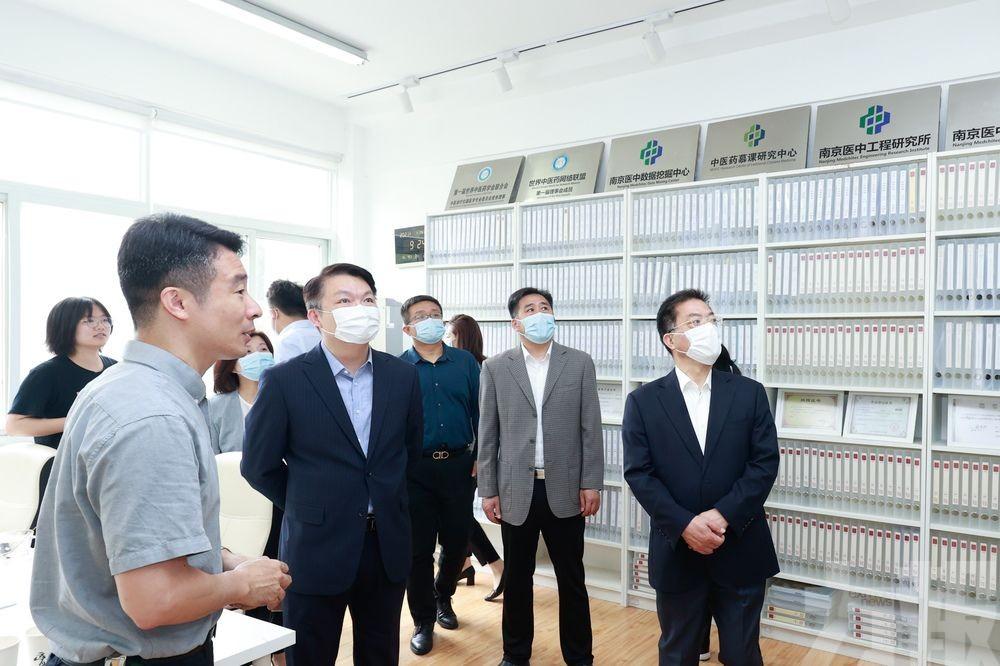 李偉農一行考察南京中醫藥產業