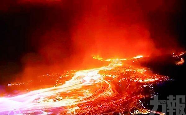 民主剛果夜色一片火紅