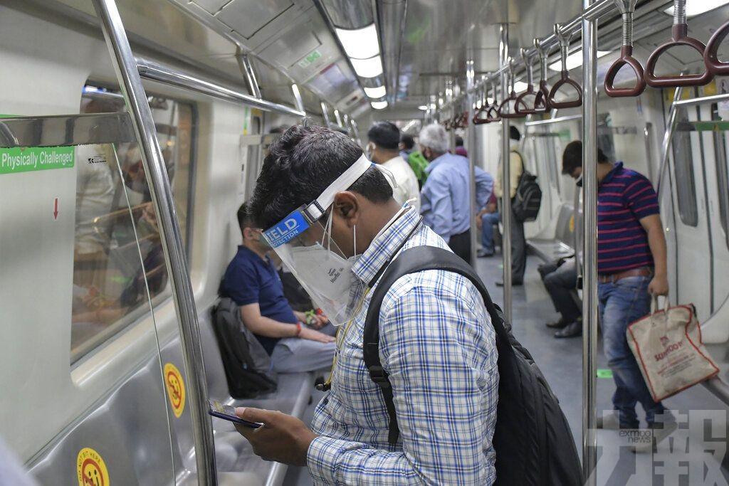 印度新增確診降至10萬例以下