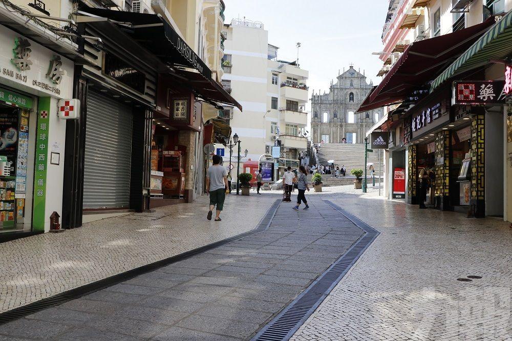 旅遊區商戶:成條街都無人行