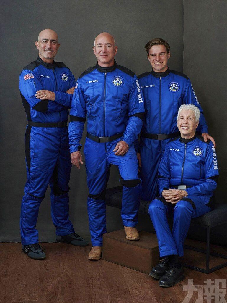 貝佐斯夥三人同遊太空