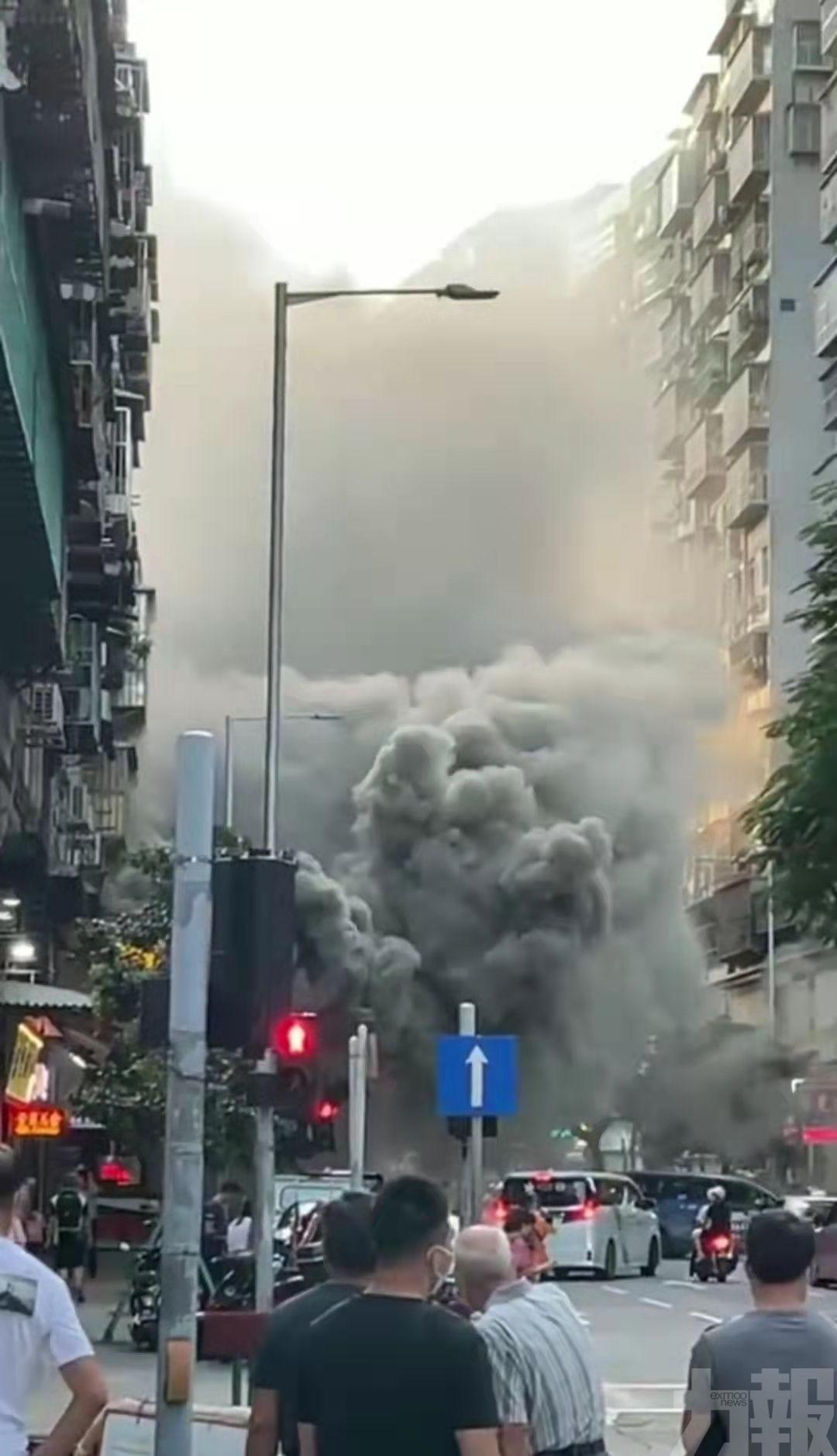 現場濃煙密布 消防到場處理