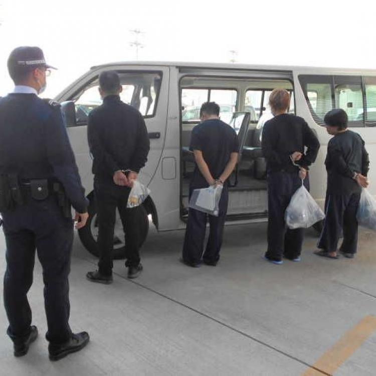 海關截獲四名偷渡客