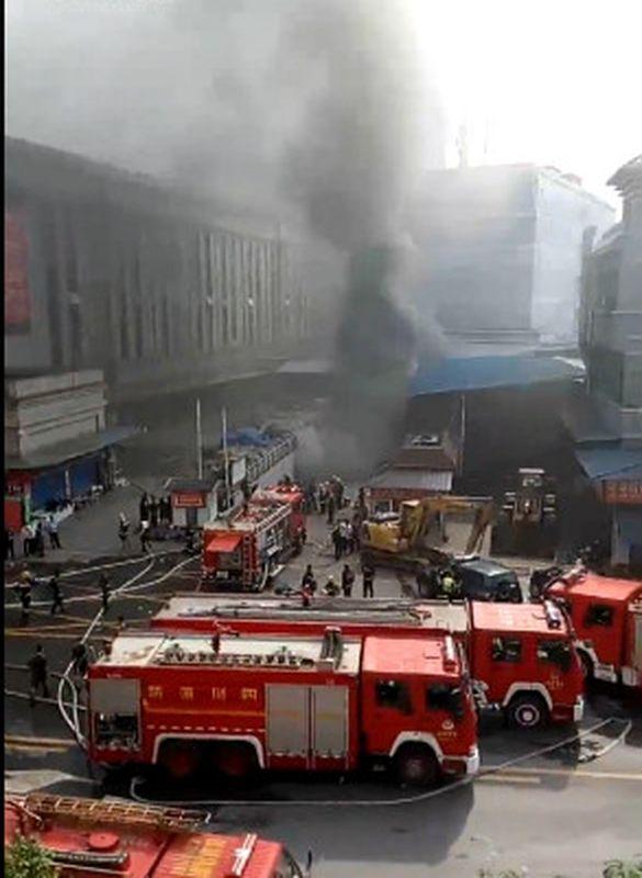 四川商場大火至少一死