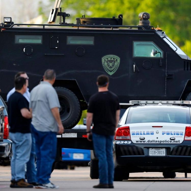 美國達拉斯兩警員中槍 情況危殆