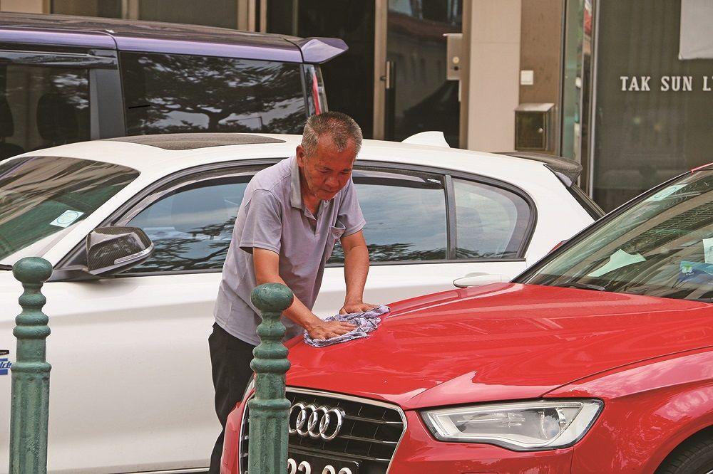 洗車陳伯意外成「網紅」