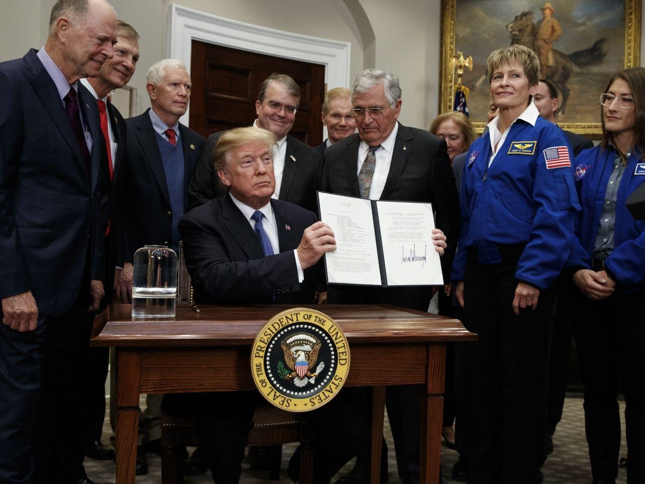 特朗普重啟太空人登月計劃