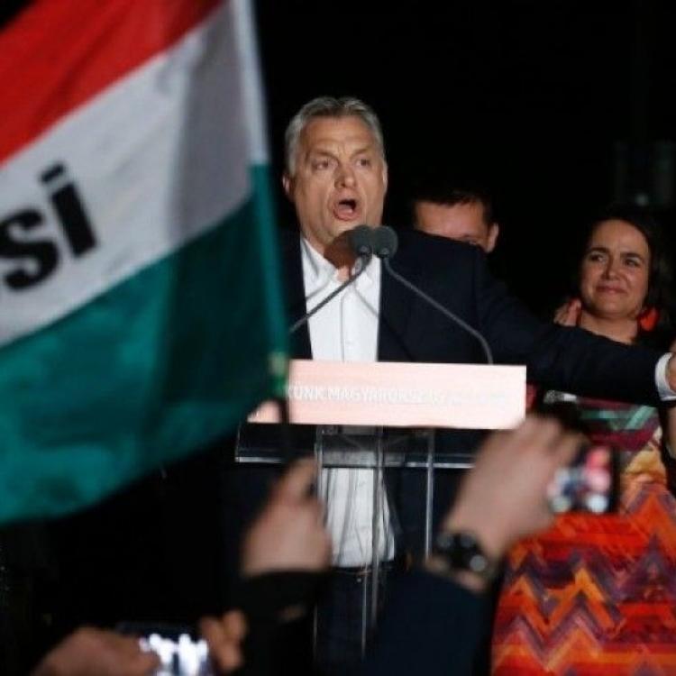匈牙利十萬人示威要求重新大選